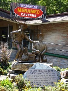 Jesse James stratue at Merimac Caverns
